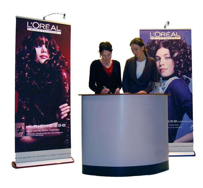 banchetti promozionali deskbag in un centro commerciale